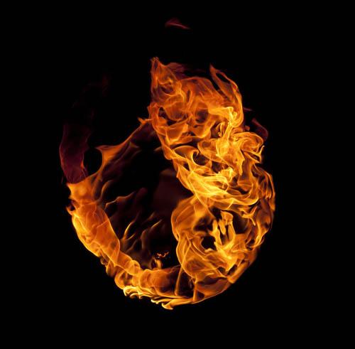 """8,导入火焰素材,图层混合模式改为""""滤色"""",再导入不同的火焰素材,复制"""