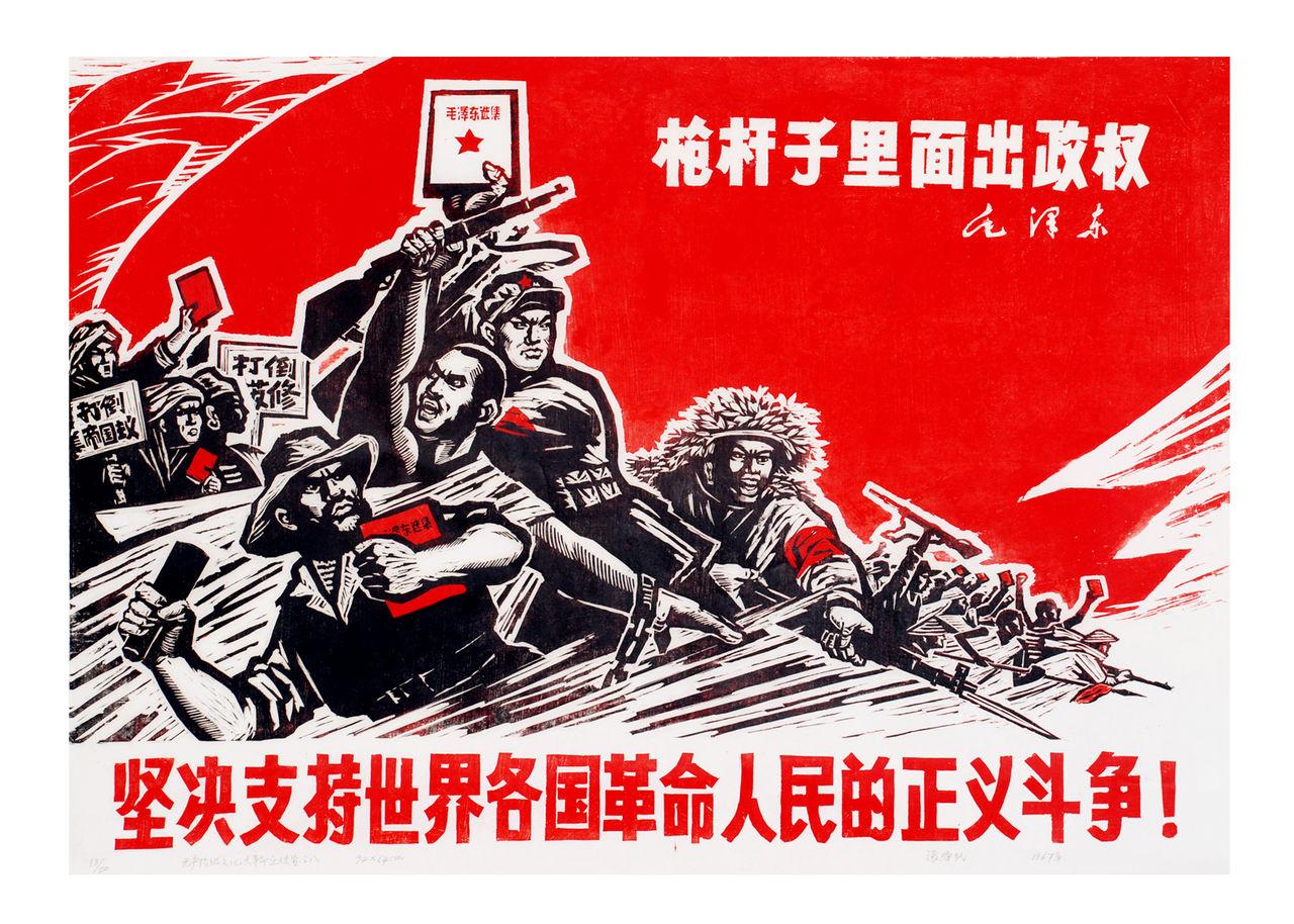 这幅海报,整个人物组成一个稳固的三角形构图,黑红两色,有血图片
