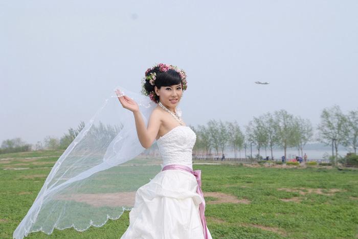 利用仿制图章及通道巧妙的抠出透明的婚纱