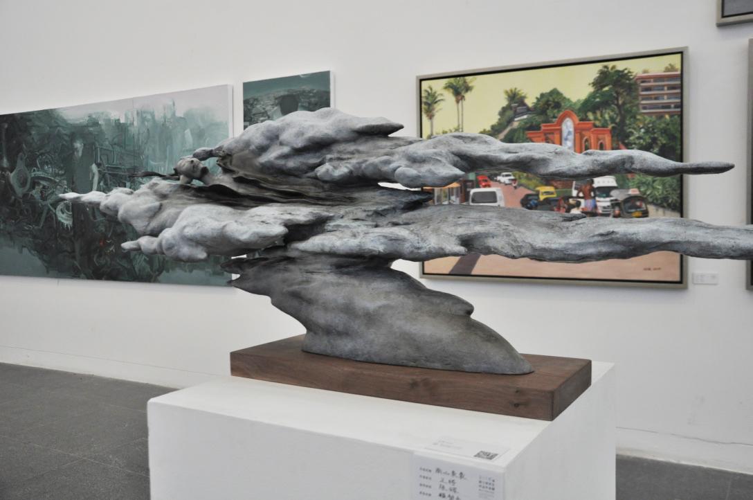 雕塑系《衡状态——墟》于洋   指导教师:李鹤 〔工艺美术系〕